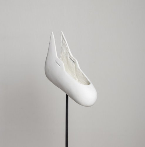 Dogshoe - 30 x 18 x 10 cm - resina poliestere, fibra di vetro 2014